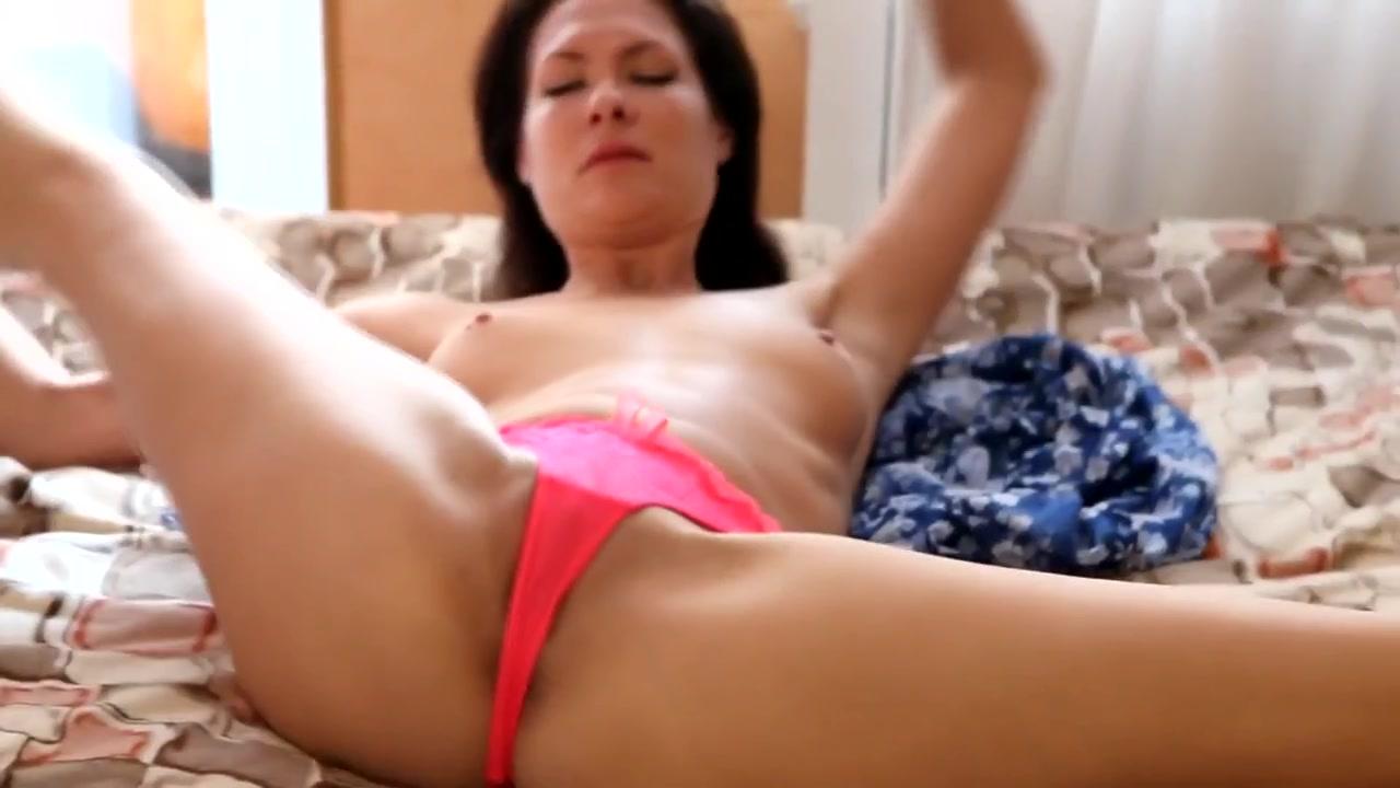 Sexy hot contortionist julia